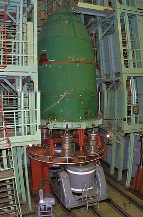 Qualification Test of Space Head Module including Satellite Mechanical Models at Yuzhnoye, 2005-05 (C) Yuzhnoye