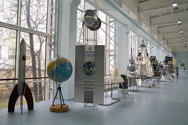 "Various Kinds of satellites that achieved ""the world's first missions"" in the exhibition hall 2007-04 (C) Seiji Yoshimoto"