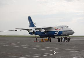 An124 at Orsk International Airport, 2006 (C) Kosmotras